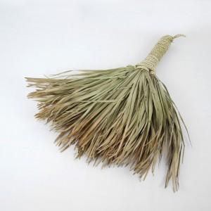 Balai en feuilles de palme
